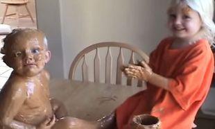 Τι θα συμβεί αν ένα 3χρονο κοριτσάκι μείνει μόνο του με τον μικρό του αδερφό; Δείτε το βίντεο και θα καταλάβετε! (βίντεο)