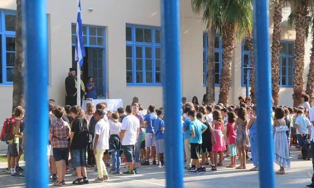 Είκοσι χιλιάδες κενές θέσεις προβλέπεται ότι θα χρηματοδοτήσει το υπουργείο Παιδείας