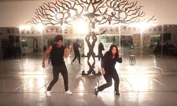 Κωφάλαλη μαμά χορεύει στους ρυθμούς της hip-hop μαζί με το γιο της (βίντεο)