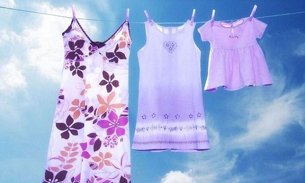 Γιατί πρέπει να πλένουμε τα καινούργια ρούχα πριν τα φορέσουμε