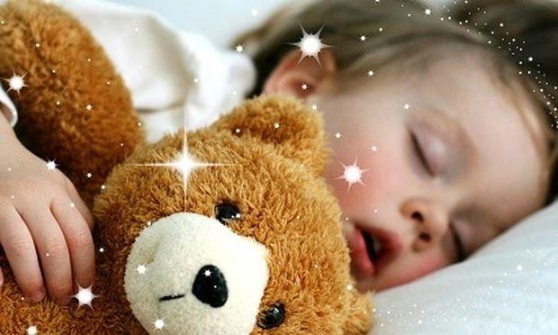 Τι ώρα πρέπει να πηγαίνει ένα παιδί για ύπνο; Δείτε τον πίνακα ανά ηλικία