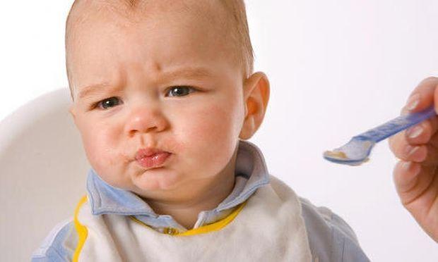 Μωρό και φαγητό: Έτσι θα αποφύγετε τις τροφικές αλλεργίες