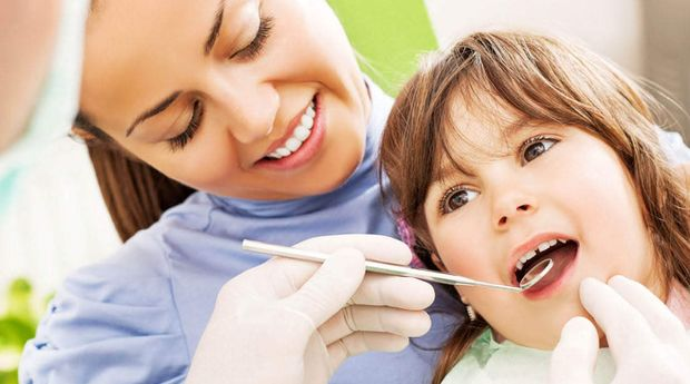 Πότε πρέπει να επισκεφτεί το παιδί σας παιδοδοντίατρο