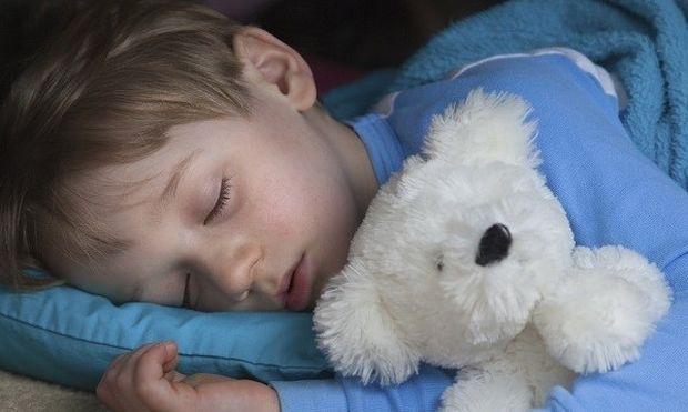 Ο ύπνος «θρέφει» τα παιδιά: Τα βοηθάει να έχουν καλύτερη μνήμη