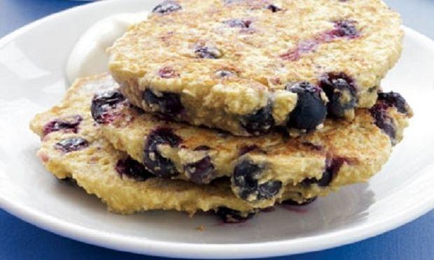 Τηγανίτες βρώμης με blueberries και γιαούρτι