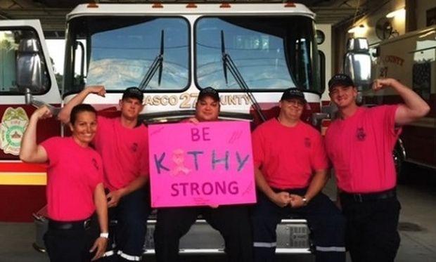 Δείτε τι έκαναν άντρες πυροσβέστες για γυναίκα συνάδελφό τους που έχει καρκίνο (βίντεο)