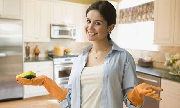 Τα μυστήρια του νοικοκυριού: Οι κάλτσες που χάνονται και η σκόνη που έρχεται από παντού!