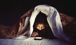 Γιατί οι γονείς δεν πρέπει να αφήνουν τα παιδιά τους να κοιμούνται με το κινητό