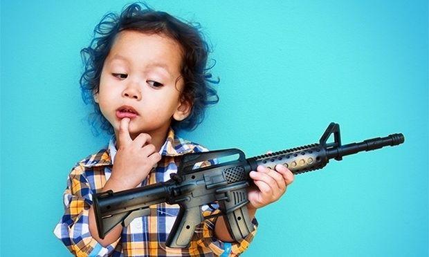 """«Ο """"πόλεμος"""" είναι το αγαπημένο παιχνίδι του γιου μου. Πώς να φερθώ;»"""