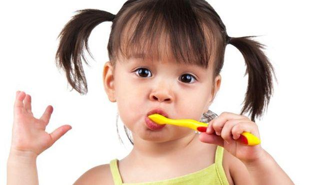 Εσείς βουρτσίζετε σωστά τα δόντια των παιδιών σας;