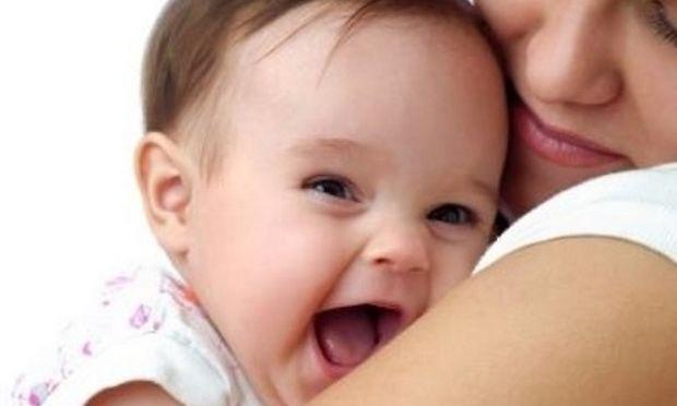 Η αγκαλιά αντίδοτο στο στρες μικρών και μεγάλων