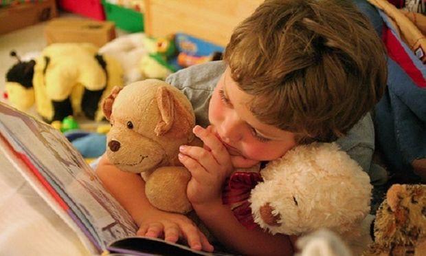 Πώς να βοηθήσετε τα παιδιά σας να αγαπήσουν το διάβασμα