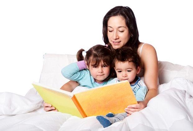 Αυτά είναι τα πέντε οφέλη αφήγησης ιστοριών στα παιδιά