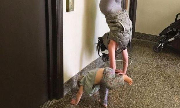 Προθέρμανση με την κόρη της κάνει η...