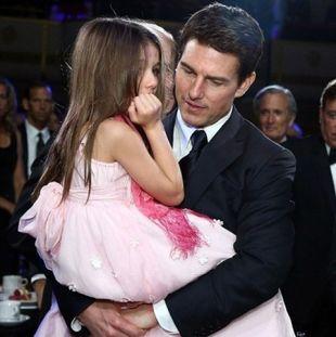 Πίσω από αυτή τη φωτογραφία του Tom Cruise και της Suri κρύβεται μία θλιβερή αλήθεια