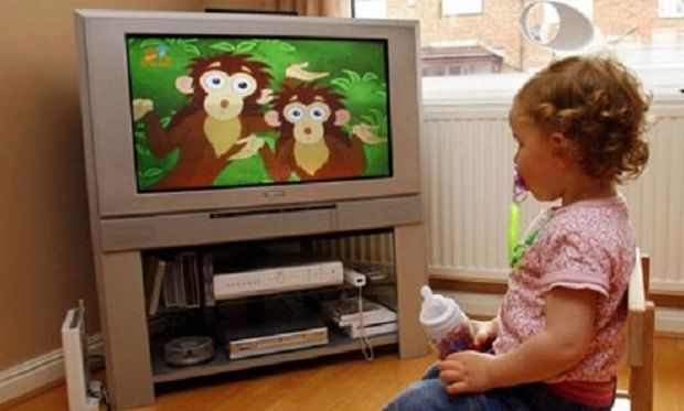 Πόσες ώρες βλέπουν τα ελληνόπουλα τηλεόραση;
