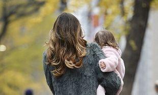 Ποια διάσημη μαμά απολαμβάνει με την κόρη της βόλτα στη Ν.Υόρκη–Είναι το 14ο κατά σειρά ταξίδι τους μέσα στο 2015!