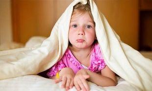 Ποια είναι η κατάλληλη ηλικία για να αφήσετε το παιδί σας να κοιμηθεί σε κάποιον φίλο του;