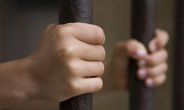 Δέκα χρόνια φυλάκιση στον 15χρονο που δολοφόνησε 17χρονο στο προαύλιο σχολείου