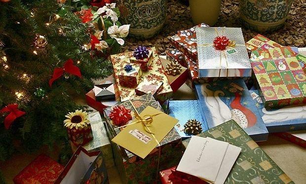 Πόσα χρήματα θα διαθέσουν φέτος οι Ελληνες για τα δώρα των εορτών