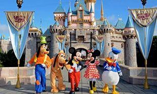Οσα πρέπει να γνωρίζετε αν ταξιδέψετε με τα παιδιά σας στη Disneyland