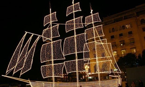 Γιατί στην Ελλάδα στολίζουμε εκτός από δέντρο και καράβι;
