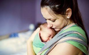 Η μέθοδος «καγκουρό» που σώζει τα νεογέννητα από το θάνατο