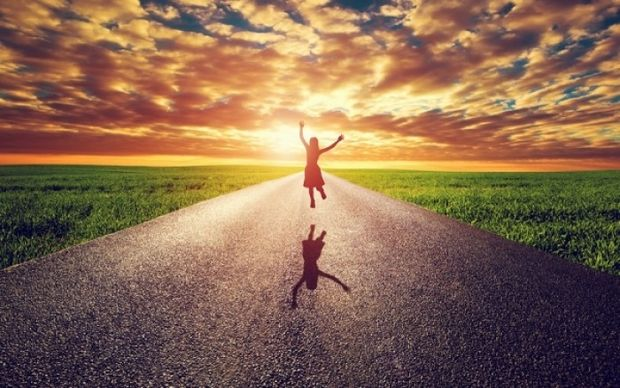 Πού βρίσκεται η ευτυχία; Αυτά είναι τα τρία μυστικά της σύμφωνα με το Χάρβαρντ