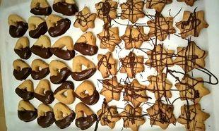 Νόστιμα μπισκότα βουτύρου με σοκολάτα και τριμμένα καβουρδισμένα αμύγδαλα!