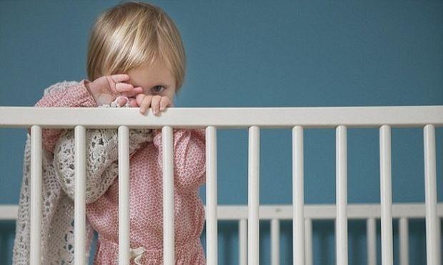 Μητέρες αφήνουν όλη νύχτα τα παιδιά τους στον παιδικό λόγω εργασίας!