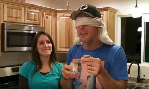 Ανακοίνωσε στον άντρα της ότι είναι έγκυος με τον πιο περίεργο τρόπο (vid)