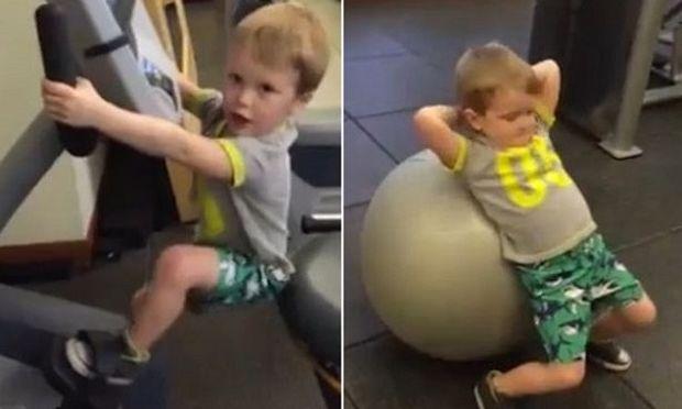 Απολαυστικό: 4χρονος γυμνάζεται για να εντυπωσιάσει ένα κορίτσι! (βίντεο)