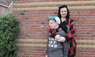 Ο γιος της είπε ότι δεν θέλει να τον αγκαλιάζει πια, δείτε τι έκανε αυτή η μαμά (εικόνες)