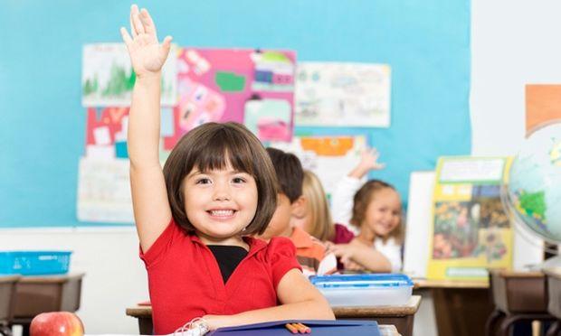 Τι πραγματικά θέλουν τα παιδιά όταν σηκώνουν το χέρι τους στην τάξη!