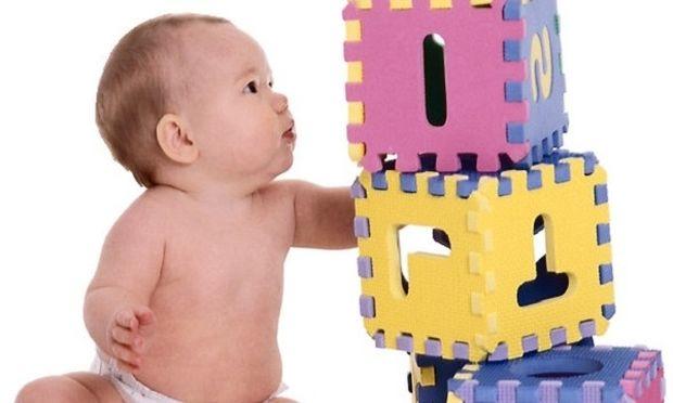 Πώς να καλλιεργήσετε τη νοητική ανάπτυξη των μωρών 3-6 μηνών