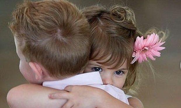 Παγκόσμια Ημέρα Αγκαλιάς-Το πιο ισχυρό «αντίδοτο» για τον πόνο, τη μοναξιά, το φόβο...