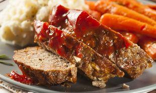 Ρολό με μοσχαρίσιο κιμά και σάλτσα ντομάτας
