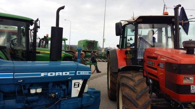 Αγροτικές κινητοποιήσεις: Μπλόκα σε δρόμους, αεροδρόμια, λιμάνια, τελωνεία
