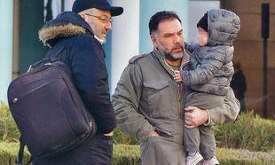 Γρηγόρης Αρναούτογλου: Οικογενειακώς στο αεροδρόμιο