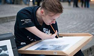 Η δύναμη της θέλησης: 23χρονος έγινε ζωγράφος,παρότι δεν έχει χέρια!