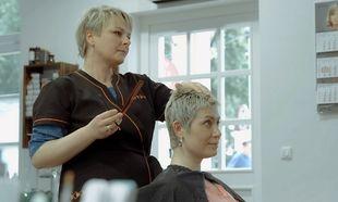 Ένα σαλόνι ομορφιάς διαφορετικό από τα συνηθισμένα-Απευθύνεται σε γυναίκες με καρκίνο (βίντεο)