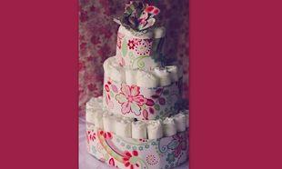 Πώς θα φτιάξετε Diaper Cake για τη φίλη σας που γέννησε! (εικόνες βήμα-βήμα)