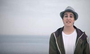 Γιος κορυφαίου Έλληνα τραγουδιστή ακολουθεί τα βήματά του! Δείτε το πρώτο του βίντεο κλιπ