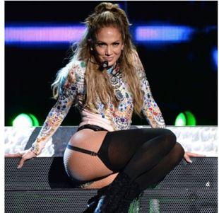 Χωρίς ίχνος ρετούς: Δες το πραγματικό κορμί της Jennifer Lopez