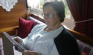 Απίστευτο κι όμως αληθινό: Γιαγιά κάνει babysitting στα εγγόνια της μέσω skype!