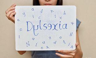 Δυσλεξία: Ποια είναι τα συμπτώματα και πώς θα βοηθήσετε το παιδί σας (πίνακας ανά ηλικία)
