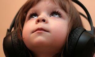 """Η μουσική με ακουστικά """"κουφαίνει"""" έναν στους οκτώ νέους παγκοσμίως"""