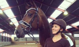 Είναι η νεαρότερη δισεκατομμυριούχος του κόσμου και φροντίζει άλογα