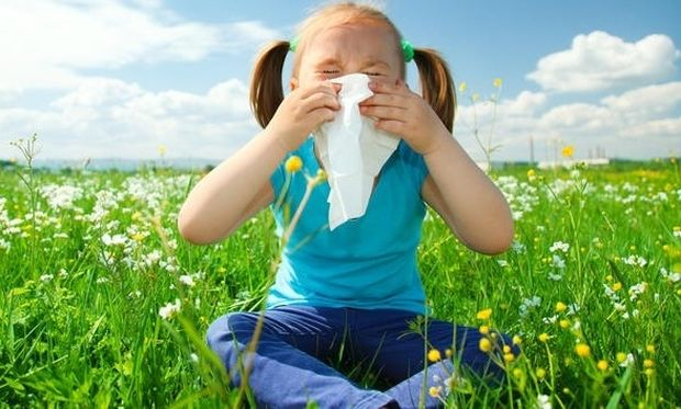 Αλλεργίες που ταλαιπωρούν τα παιδιά την άνοιξη: Συμπτώματα και θεραπεία