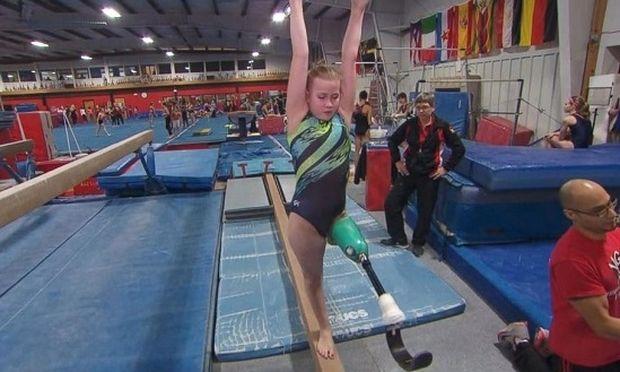 Νεαρή αθλήτρια έχασε το πόδι της αλλά δεν σταμάτησε να αγωνίζεται (βίντεο)
